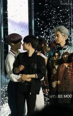 Jangan pegang² he! Kyungsoo, Exo Chanbaek, Chansoo, Exo For Life, Exo Couple, Dream Concert, Exo Korean, Exo Do, Do Kyung Soo