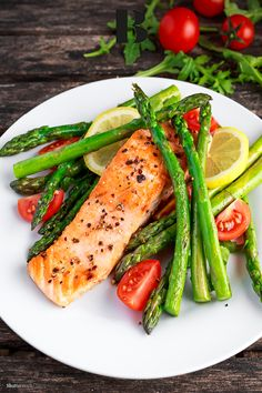 A detox program for busy moms who want to kickstart healthy eating habits. Baked Asparagus, Salmon And Asparagus, Best Salmon Recipe, Fried Salmon, Lemon Salmon, Healthy Eating Habits, Meat Lovers, Cherry Tomatoes, Finger Food