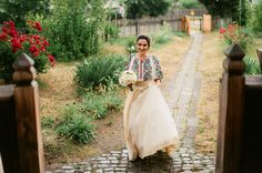 Iulia-Andrei-traditional romanian wedding_land of white deer Traditional Wedding Dresses, Traditional Outfits, Wedding Themes, Wedding Styles, Wedding Decor, Wedding Ideas, Romanian Wedding, Romanian Women, Eslava