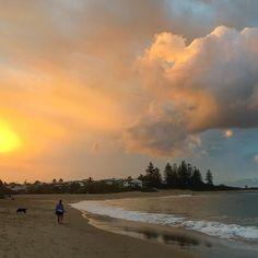 #isjon_isgood Sunset stroll #sunshinecoast #beach #mansbestfriend #cloudporn #sunset #moffatbeach #life #greatday #solitude #peace