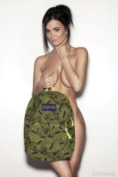 Emma Glover, tu le poses quand ton sac ?