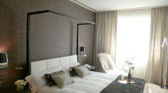 Suite del Hotel Nagari de Vigo.Tapicerías y papeles de Manuel Lamarca.