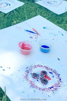 A fast and fun activity using fidget spinner art. Use your spinner to paint fireworks that are perfect for the of July! This spinner craft is perfect for Memorial Day, Independence Day, or any other time you need patriotic crafts. Crafts For Seniors, Easy Crafts For Kids, Summer Crafts, Toddler Crafts, Projects For Kids, Art For Kids, Kid Crafts, Kindergarten Activities, Preschool Crafts