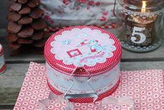 Cookie cutters in Cute tin