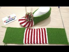 Slippers stitch with two skewers make tutorial watermelon / Crochet slip.Wie man Weihnachtspantoffeln macht - Design Peak Source by fkkaradDesign Peak - DIY knit, crochet, sew, design and create with us. Learn, work and grow your skills. Knit Christmas Ornaments, Christmas Crochet Patterns, Christmas Knitting, Crochet Sandals, Crochet Boots, Knit Crochet, Sewing Slippers, Knitted Slippers, Make Tutorial
