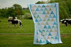 triangle quilt by Saídos da Concha, via Flickr