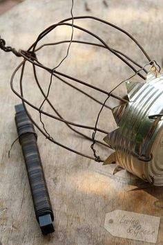 Birdcage DIY Dosen Upcycling Birdcage DIY Birdcage DIY Dosen Upcycling Birdcage DIY The post Birdcage DIY Dosen Upcycling Birdcage DIY appeared first on Couchtisch ideen. Aluminum Can Crafts, Tin Can Crafts, Wire Crafts, Metal Crafts, Crown Decor, Diy Cans, Tin Art, Bird Cages, Recycled Art