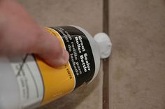 Sealing Grout Makes Cleaning Tile Floors Easier - Makely School for Girls Grout Sealer, Tile Grout, Diy Cleaning Products, Cleaning Solutions, Cleaning Hacks, Deep Cleaning, Fee Du Logis, Cleaning Tile Floors, Houses