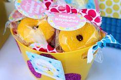 Rubber duck birthday party mini donuts #minidonuts #rubberduck