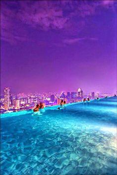 Infinite Pool in Hotel Marina Bay
