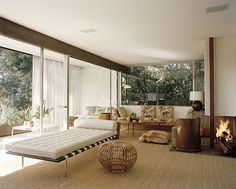 Elizabeth and David Netto's Richard Neutra mid-century home in Los Angeles. SWOON- natural carpet, white walls and dark wood tones My Living Room, Home And Living, Living Room Decor, Living Spaces, Interior Exterior, Modern Interior, Interior Architecture, Chinese Architecture, Futuristic Architecture