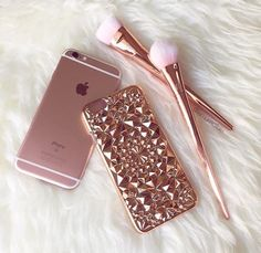 Beautiful and unique our Rose Gold Tropix Case will be sure to turn heads! Design made out of flexible TPU fitting over your iPhone like a glove. This is NOT a flat case Flexible and bendable while providing protection for your iPhone Cute Phone Cases, Iphone 6 Cases, Rose Gold Aesthetic, Telephone Iphone, Tout Rose, Gold Everything, Accessoires Iphone, Coque Iphone 6, Pink Iphone