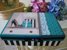 Caixa de Joias em MDF com bandeja e porta-anel. R$ 73,00