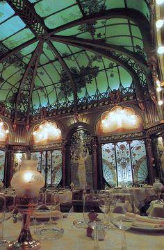 ART NOUVEAU. Paris restaurant