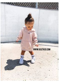 Leticia Perez wearing Kultkid jumper/hoodie dress #baby #girl #outfits #dresses #babygirloutfitsdresses You are in the right place about Memes Divertidos de harry potter Here we offer you the most beautiful pictures about the Memes Divertidos de bob esponja you are looking for. When you examine the part of the picture you can get the massage we want to deliver. Yo can[...] Cute Little Girls Outfits, Kids Outfits Girls, Toddler Girl Outfits, Cute Kids Fashion, Baby Girl Fashion, Toddler Fashion, Babies Fashion, Teen Fashion, Korean Fashion
