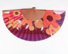 Dani DimitrovaAbanico grande pintado en seda.#handfan #foldingfan #abanicos #ventaglio #eventail