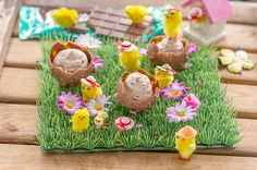 Minttusuklaa-pääsiäismunat suklaavaahdolla
