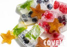 Wat een mooi beeld he? De ijssterretjes zijn gemaakt van diksap. Voeg ze toe aan een glas met water en je hebt een ijskoud glaasje diksap. Leuk voor de kinderen!