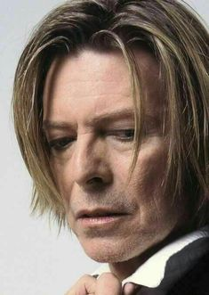 2001 - David Bowie (photo by Mick Rock). Bowie Ziggy Stardust, David Bowie Ziggy, Bowie Starman, The Thin White Duke, Major Tom, Star Wars, Rock Legends, David Jones, Brixton