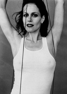Sigourney Weaver looking hot with a bit much makeup.