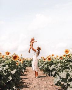 and baby photo ideas Summer Family Photos Sunflower Photography, Spring Photography, Family Photography, Babies Photography, Mom And Baby, Mommy And Me, Baby Love, Baby Pictures, Baby Photos