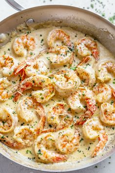 Creamy Garlic Shrimp With Parmesan is a delicioúsly easy Shrimp Recipe! Coated in a rústic and búttery saúce ready in less than 10 minútes, people will think there is a hidden chef in yoúr kitchen! dinner 10 Minutes Creamy Garlic Shrimp With Parmesan Shrimp Recipes For Dinner, Shrimp Recipes Easy, Healthy Recipes, Salmon Recipes, Fish Recipes, Easy Dinner Recipes, Easy Meals, Cooking Recipes, Garlic Shrimp Recipes