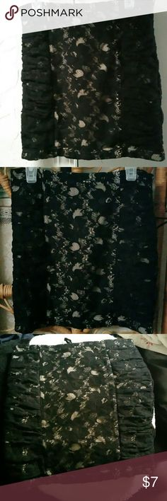 Forever 21 Lace mini pencil/tube skirt Polyester lining on the inside and lace design on the outside, mini fitted pencil skirt, in great condition Forever 21 Skirts Pencil