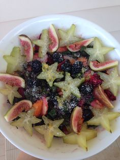 Banana, mango, dragon fruit, grapes, kale, figs, star fruit, blackberries, topped with shredded coconut and passionfruit seeds :)