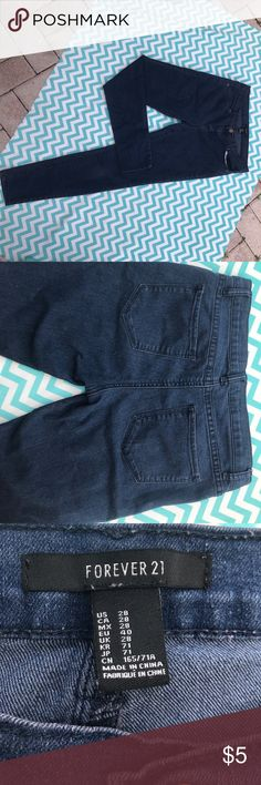Skinny blue jeans Great condition jeans. Some discoloration on the zipper area. Forever 21 Pants Skinny
