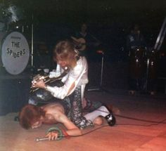 Bowie & Ronno photo by Phil John. Courtesy of Lou's David Bowie Stories – Loudhailer UK Glam Rock, Spiders From Mars, Mott The Hoople, Sherlock Doctor Who, Mick Ronson, David Bowie Ziggy, Aladdin Sane, The Thin White Duke, Pretty Star