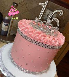 Queens Birthday Cake, Money Birthday Cake, Birthday Goals, Cupcake Birthday Cake, Queen Birthday, 20th Birthday, Birthday Ideas, Elegant Birthday Cakes, Pretty Birthday Cakes