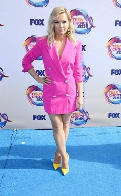 Jennie Garth from Teen Choice Awards Red Carpet Fashion Michelle Richard, Sky Brown, Jennie Garth, Candace Cameron Bure, Sarah Hyland, Teen Choice Awards, Prabal Gurung, Red Carpet Fashion, Pink Dress