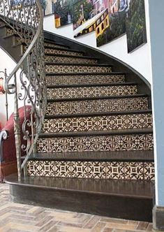 Beautiful Tiled Stairs Designs For Your House 04 Tiled Staircase, Painted Staircases, Tile Stairs, Staircase Remodel, Staircase Makeover, Concrete Stairs, Painted Stairs, House Stairs, Staircase Design