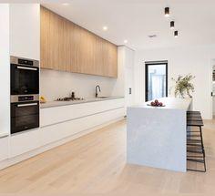Kitchen Butlers Pantry, Tidy Kitchen, Kitchen Room Design, Open Plan Kitchen, Kitchen Layout, Home Decor Kitchen, Interior Design Kitchen, Home Design, Kitchen Living