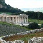 The Doric temple of Segesta http://www.dreamsicilyvillas.com/guide/archaeological-sites/segesta/