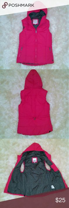 Bench vest Bright pink bench brand vest. In excellent condition! Super warm and perfect for winter weather. Size large but can fit medium too. Bench Jackets & Coats Vests