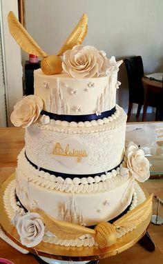 Eine Harry Potter Hochzeitstorte hat wohl nicht jeder... #Hochzeitstorte #Schnatz #lecker