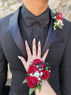 Top 30 Prom Corsage and Boutonniere Set Ideas for 2020 Red Corsages, Black Corsage, Prom Corsage And Boutonniere, Flower Corsage, Corsage Wedding, Wrist Corsage For Prom, Red Rose Boutonniere, Prom Bouquet, Bouquets