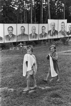 Henri Cartier-Bresson SOVIET UNION. Russia. Young Pioneer camp near Moscow. 1954.    Image Reference PAR47896 (HCB1954008W02665/18) © Henri Cartier-Bresson/Magnum Photos