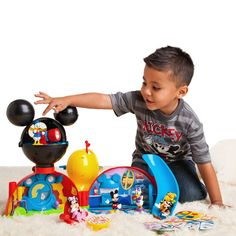 Bring imagination to playtime with Disney play sets featuring fun scenes like a pirate ship or a Disney Princess castle. Mickey Mouse Clubhouse Playset, Mickey Mouse Clubhouse Decorations, Mickey Mouse House, Disney Play, Disney Dogs, Disney Princess Castle, Halloween Toys, Disney Sketches, Disney Merchandise