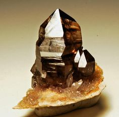 Smoky Quartz on Rhyolite / Mooralla, Victoria, Australia / Mineral Friends Minerals And Gemstones, Crystals Minerals, Rocks And Minerals, Stones And Crystals, Gem Stones, Pierre Quartz, Mineralogy, Cool Rocks, Victoria Australia