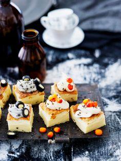 Halloween-leivokset | K-Ruoka #taikapannari A Food, Food And Drink, Sweet Bakery, Cheesecake, Desserts, Tailgate Desserts, Deserts, Cheesecakes, Postres