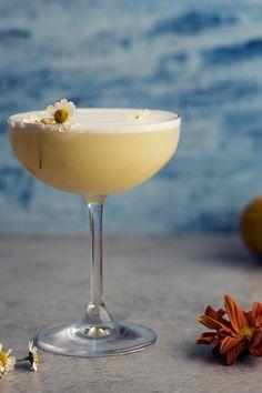 Skinny Cocktail: Chamomile Gin Sour Recipe