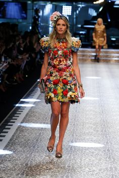 Video e foto dalla passerella del Fashion Show Dolce & Gabbana, Collezione Donna Autunno/Inverno 2017-18. Guarda la sfilata su Dolcegabbana.it.