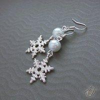 Snowflake earrings - Snehové vločky náušnice   Veronika Designs - Fler.cz Snowflakes, Earrings, Jewelry, Design, Ear Rings, Stud Earrings, Jewlery, Snow Flakes, Jewerly