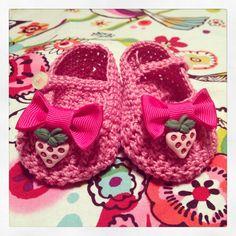 My last work: crochet strawberry booties