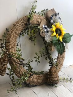 Decorate your doors with an Easy Woven Fall wreath. Learn my easy instructions for this swoon-worthy wreath.Just That Perfect Piece Diy Fall Wreath, Fall Wreaths, Wreath Ideas, Summer Wreath, Door Wreaths, Cowboy Christmas, Christmas Items, Christmas Crafts, Burlap Crafts