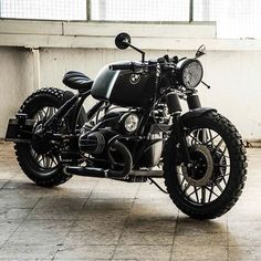 Take a peek at some of my most favorite builds - distinctive scrambler designs like this Bmw Cafe Racer, Moto Cafe, Cafe Racer Girl, Cafe Racer Motorcycle, Motorcycle Design, Cool Motorcycles, Vintage Motorcycles, Compro Moto, Suv Bmw