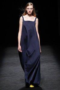 Devota & Lomba Madrid Printemps-Été 2020 - Défilés   Vogue Paris Catwalk Fashion, Vogue Fashion, Fashion Show, Fashion Trends, Vogue Paris, Backstage, Moda Madrid, Runway Makeup, Mannequins