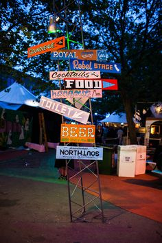 Vibe at Trailerpark Festival 2015 Food Truck Festival, Festival Party, Animation Soiree, Led Neon, Food Park, Outdoor Restaurant, Parking Design, Festival Decorations, Restaurant Design